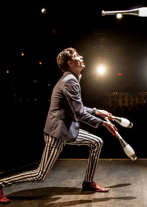 Chris Ruggiero stunning juggler